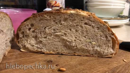Хлеб на закваске с семенами тыквы и подсолнечника