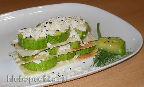Теплый мильфей с карамелизованным кабачком и белым сыром