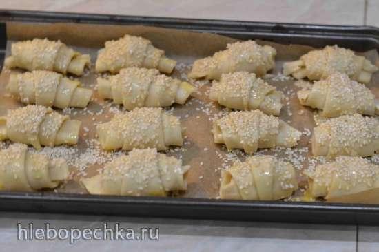 Слоистые рогалики со сливочным сыром