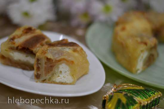 Творожно-яблочная заливная булочка