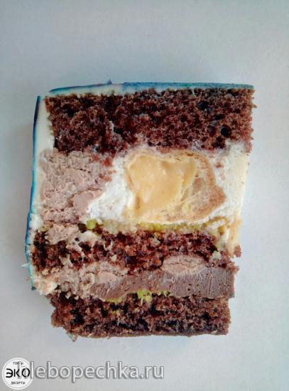 Бисквитный торт Валентинка с малиновым конфи и кремю