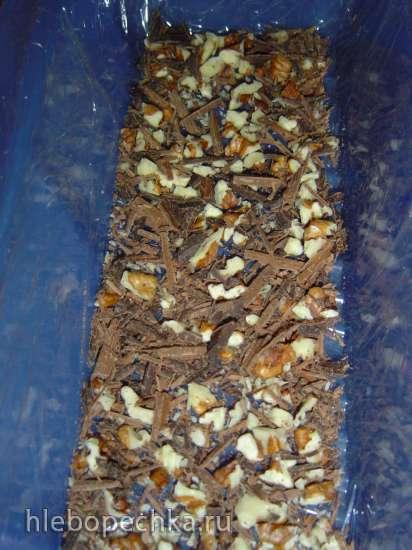 Семифредо с шоколадом, орехами и вишневой желейкой