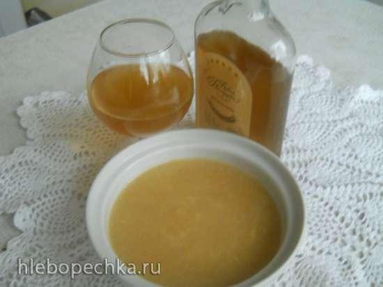Ликёр Лимонный мёд на коньяке.