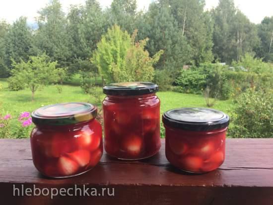 Чеснок маринованный с соком и ягодами красной смородины