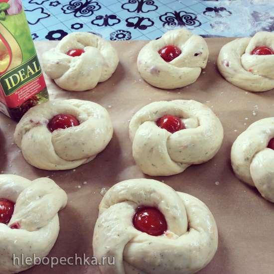 Сырные булочки с вялеными помидорами