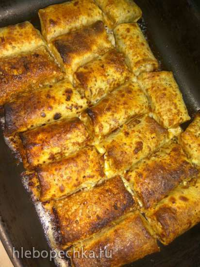 Блинчики с мясной начинкой под сметанным соусом