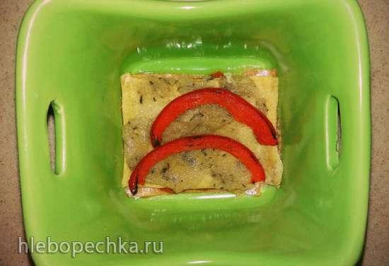 Лазанья из цельнозерновой муки с соусами из томатов, сельдерея и базилика в духовке