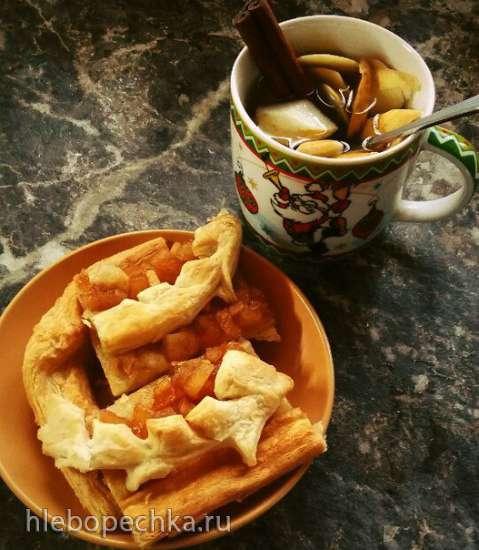 Пирог с брусникой (вариант с яблоком и корицей) на слоёно-дрожжевом тесте, выпекаемый в духовке
