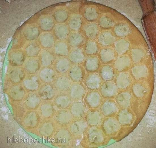 Пельмени из цельнозерновой пшеничной муки с картофельным пюре в чесночно-оливковым соусе (пельменница Sagad, машинка для приготовления паст
