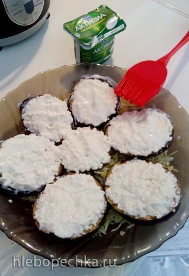 Капуста белокочанная и баклажан, запечённые с творогом, яйцом и йогуртом