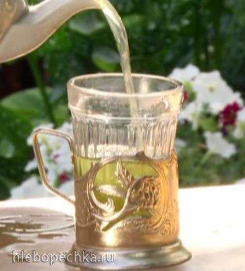 Скороспелый чай из травы и листьев деревьев