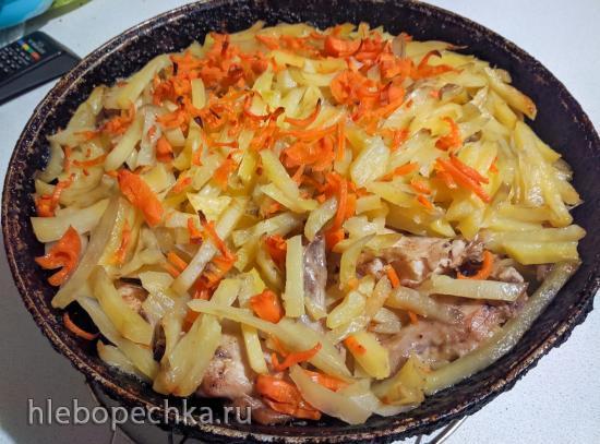Маринованные куриные крылышки в шубе из тушеного картофеля