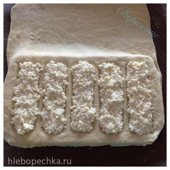 Пирожки слоеные с творогом в мультипекаре Redmond (метод формовки «на холодный прибор»)