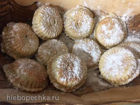 Пирожки дрожжевые наливные со сливовой начинкой в мультипекаре Редмонд (панель «курабье» RAMB-131)