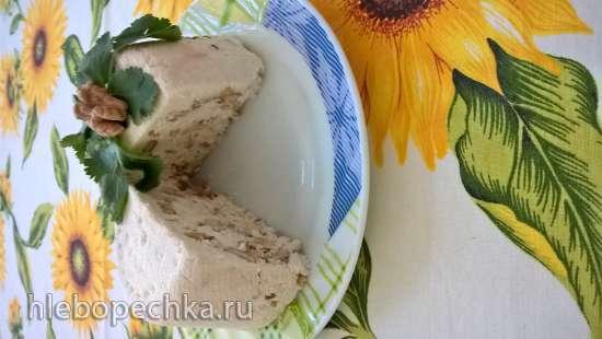 Свежий сыр с грецким орехом и пажитником