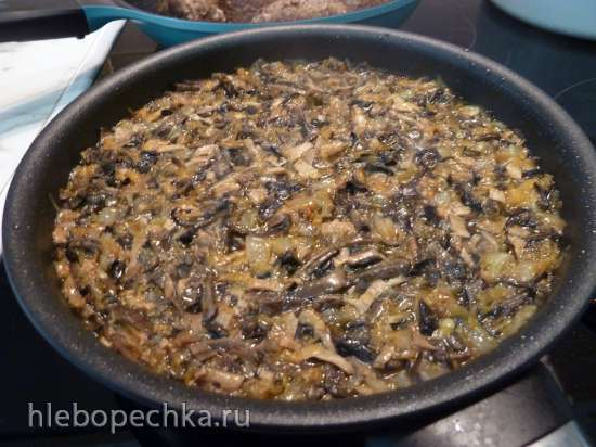 Мясные шишки в грибном соусе