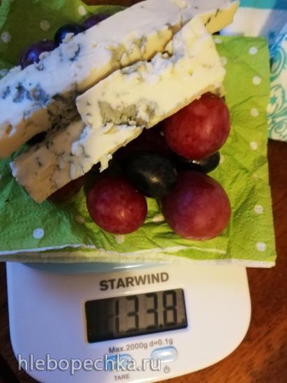 Куриное филе с виноградом и голубым сыром