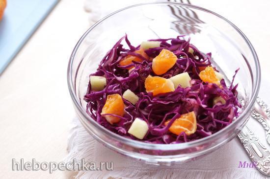 Салат из краснокочанной капусты, яблок и мандарина