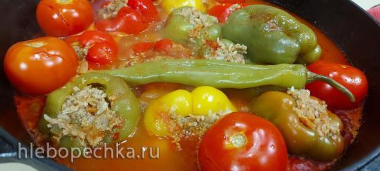 Фаршированный сладкий перец, фаршем из говядины и овощами в чугунном казане (+видео)