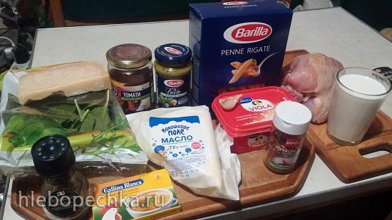 One Pot: паста с курицей в сливочном соусе, с песто, шпинатом, вялеными помидорами