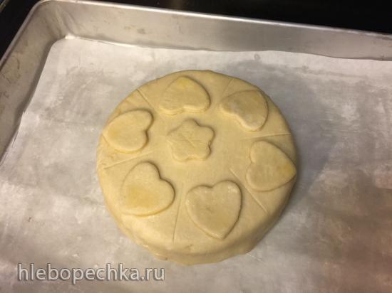 Сыр бри в слоёном тесте с орехово-клюквенной начинкой