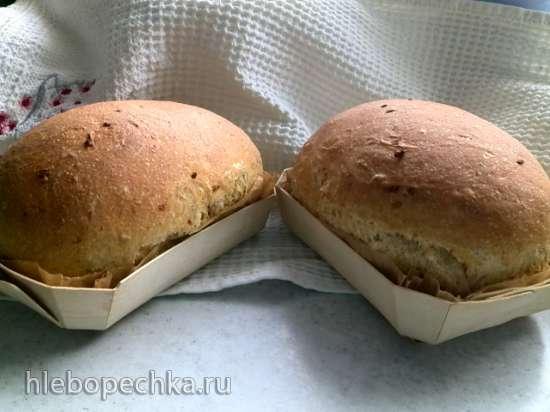 Итальянский хлеб на опаре с луком, томатами и болгарским перцем в духовке