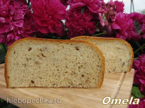 Пшеничный хлеб со сметаной и семенами в хлебопечке Scarlett-400