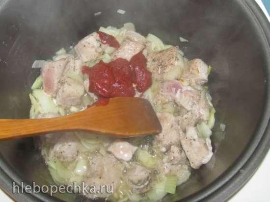Жаркое из свинины с черносливом в мультиварке Delfa