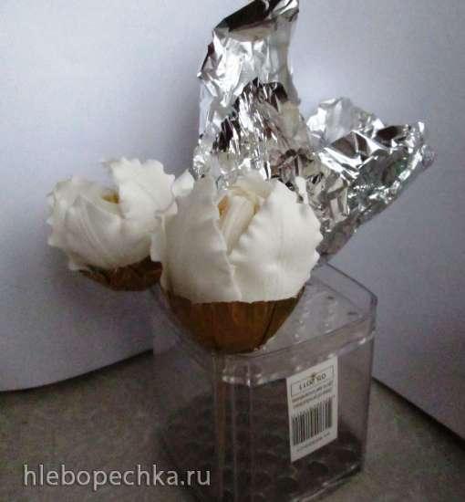Цветок, похожий на лилию, с помощью  подручных средств