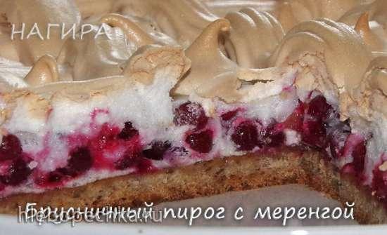Брусничный пирог с меренгой (на ореховом тесте)