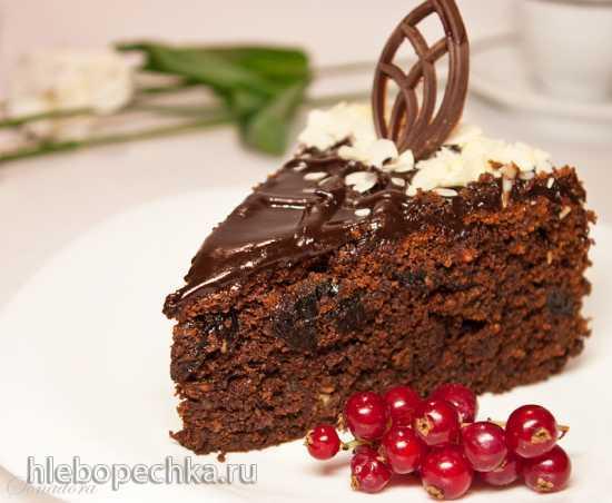 Кекс шоколадный с черносливом и миндальным пралине