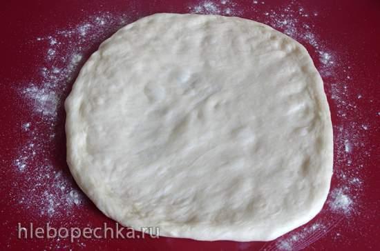 Хлеб-пицца с сыром и зелёным луком