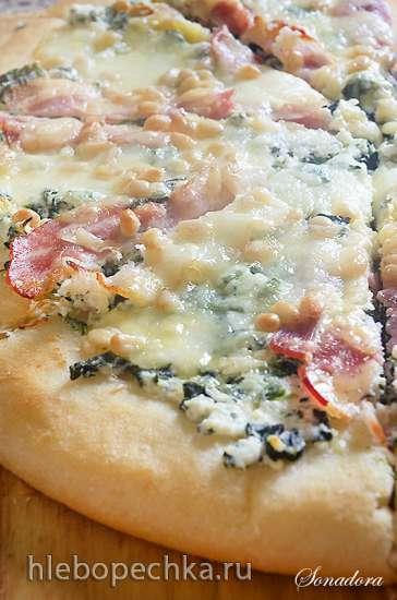 Пицца с рикоттой, шпинатом и кедровыми орехами