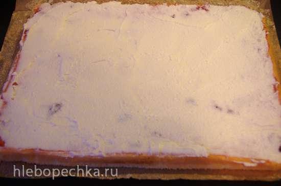Торт-рулет с рикоттой и клубникой