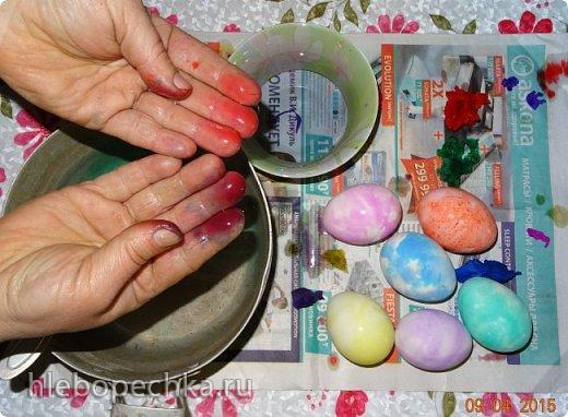 Красим яйца к Пасхе гофрированной бумагой