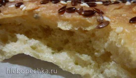 Лепешка на огуречном тесте с льняным семенем, чесноком и трюфельным маслом