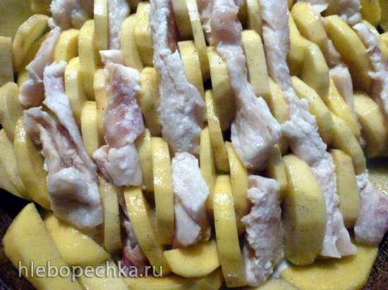 Картофель и минтай, запеченные с черной солью, травами и сметаной
