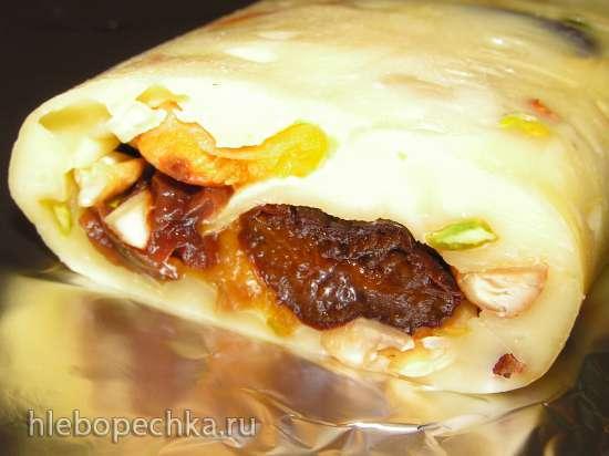 Рулет сырный с орехами и сухофруктами