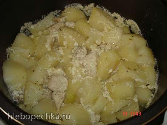 Картофель, тушённый с куриным филе и грибами в сметанном соусе (Polaris 0305)