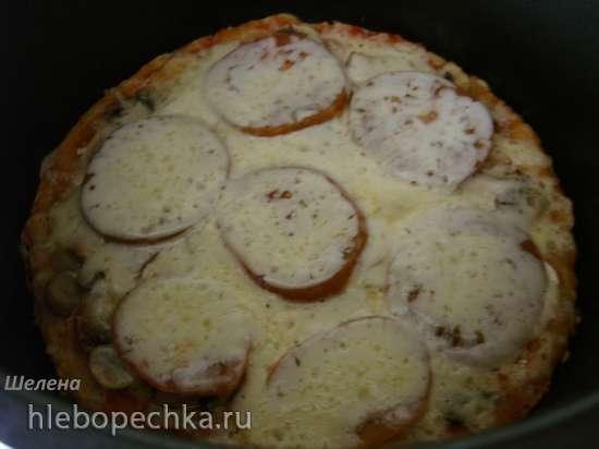 Пицца на тонкой дрожжевой основе с грибами и луком, приготовленная на режиме «Каша» (Polaris 0305)