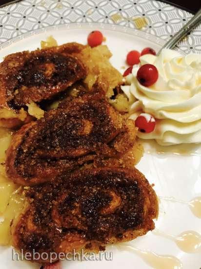 Яблочные пирожные из двух видов теста