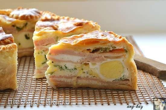Пирог к завтраку с яйцами и ветчиной