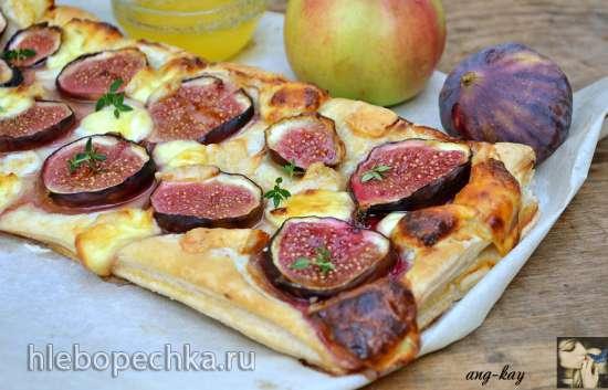 Пирог с козьим сыром, брынзой и инжиром