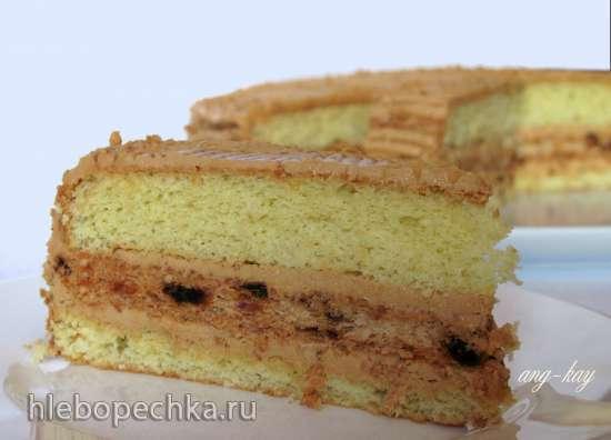 Торт бисквитный с финиками и орехами