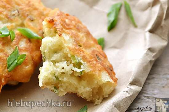 Постные картофельные оладьи на дрожжах с зеленым луком