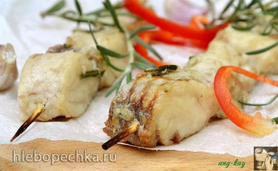 Рыба на шпажках с чесноком и розмарином
