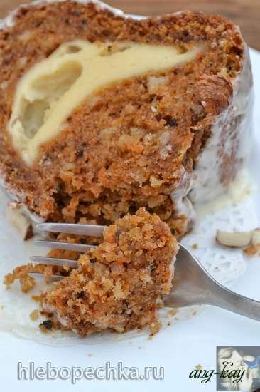 Кекс морковный с творожной начинкой и глазурью
