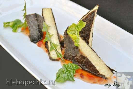 Тофу в водорослях нори с соусом чили (постное блюдо)
