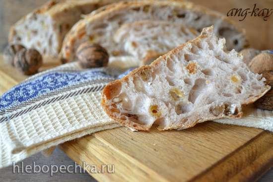 Хлеб на закваске с орехами и изюмом