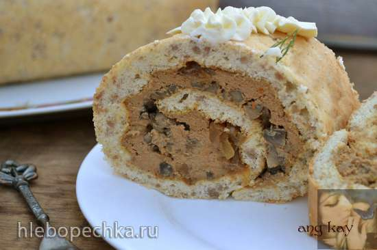 Рулет бисквитный гречневый с печенью и грибами